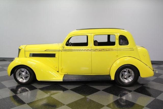 1935 Chrysler Airstream Sedan 355 V8 4 Speed Automatic