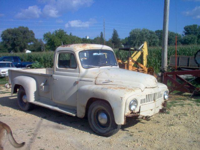 1952 International Harvester L110 pickup 220 Silver Diamond