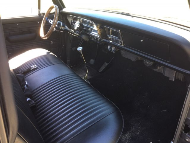 1972 F100 short bed patina truck (crown vic front suspension
