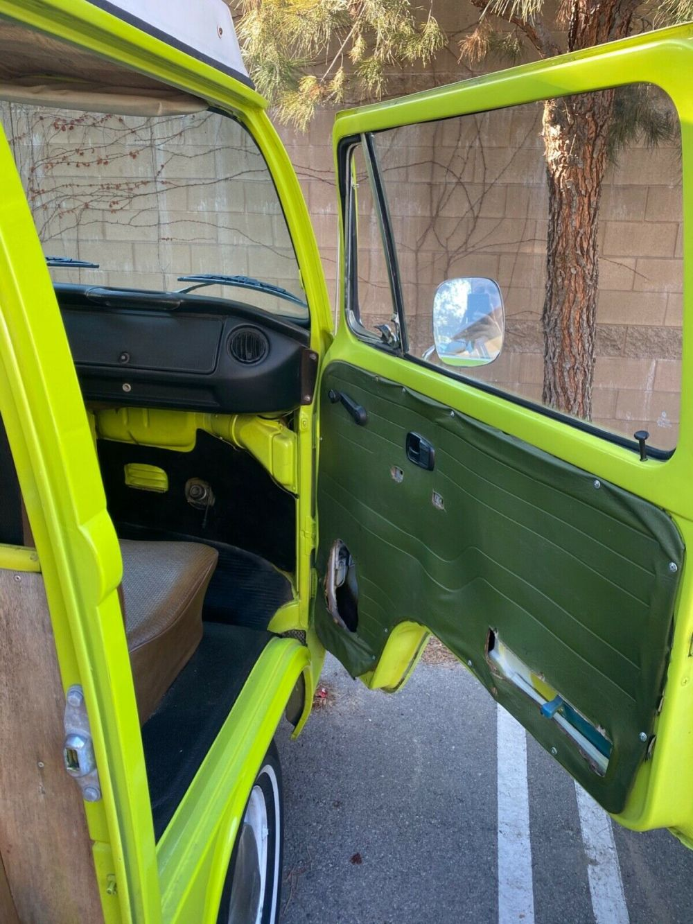 1975 Volkswagen Westfalia Camper Bus - Classic 1975 Volkswagen Bus