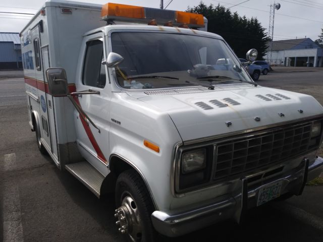 1981 Ford E350 Ambulance  New 460 engine, New front end, new