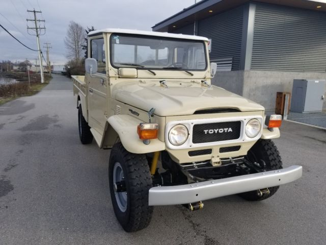 1983 Toyota Land Cruiser pick up truck FJ43 like HJ45 FJ45 FJ40 bj42