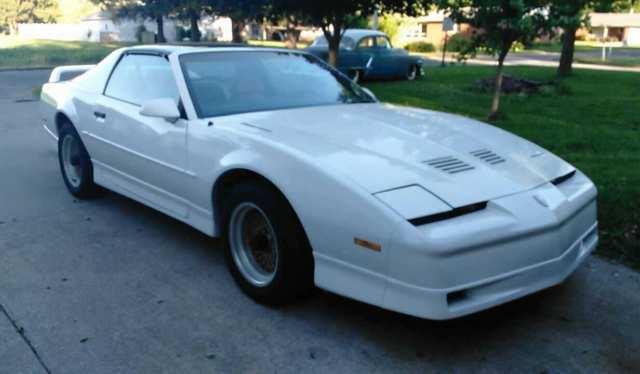 1989 pontiac trans am gta t top white and gold 305 auto. Black Bedroom Furniture Sets. Home Design Ideas