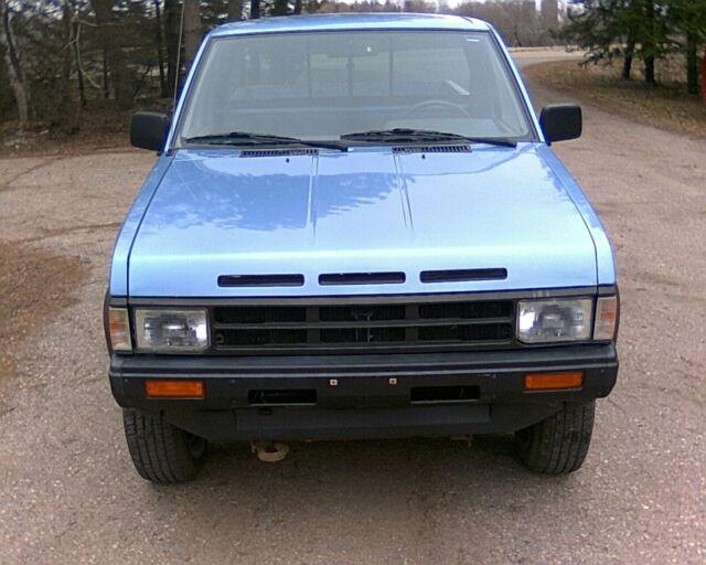 NO RESERVE - 1989 Nissan D21 4x4 Hardbody Pickup - Nice