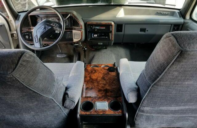 xlt lariat crew cab  runs drives  works   care   classic